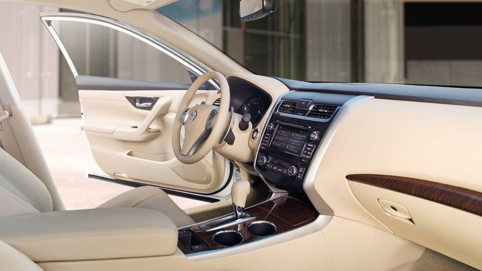 2014 Nissan Altima SL Interior
