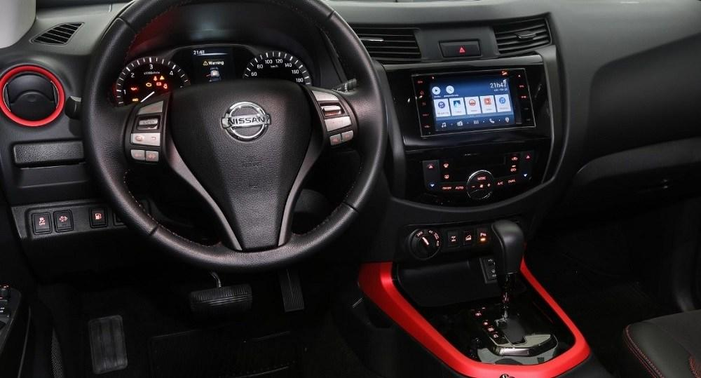 2020 Nissan Frontier Interior look - infotainment and tech